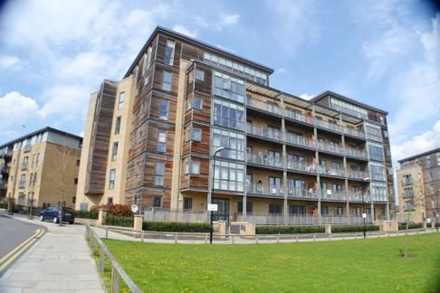 2 bed property to rent in Woodmill Road, London