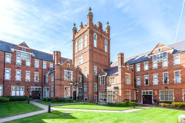 Thumbnail Flat for sale in Windsor House, King Edward Place, Bushey, Hertfordshire
