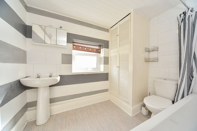 House Bathroom of Selinas Crescent, Rosmead Street, Hull, East Yorkshire HU9