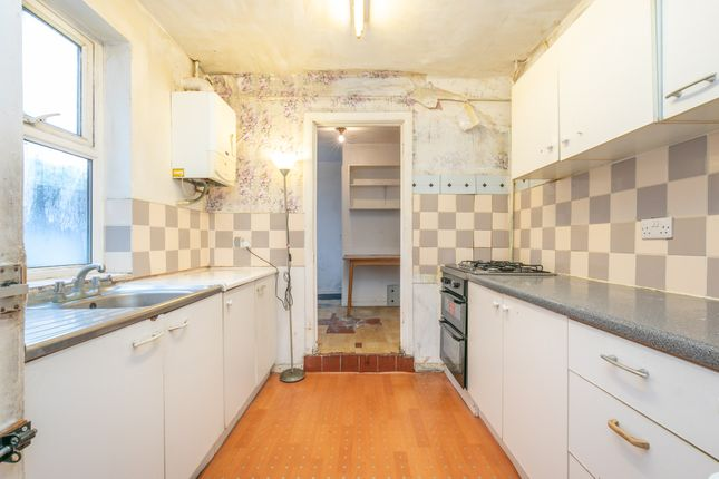 Kitchen A of St. Peters Road, Reading, Berkshire RG6