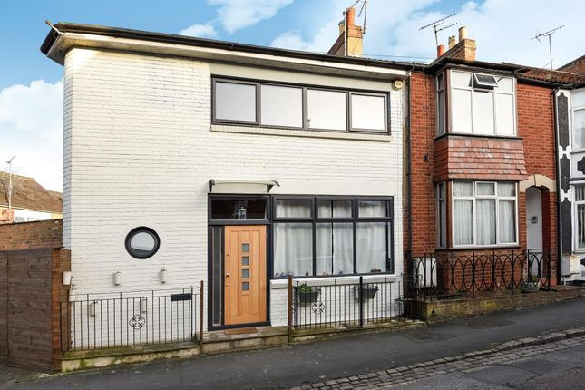 2 bed end terrace house for sale in Aylesbury Old Town, Aylesbury