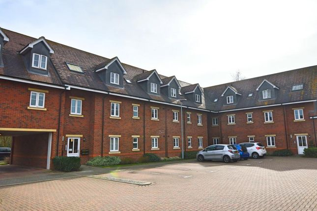2 bed flat to rent in Green Farm Road, Newport Pagnell