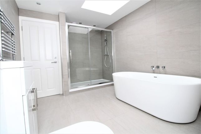 Thumbnail Flat to rent in Rodway Road, Bromley