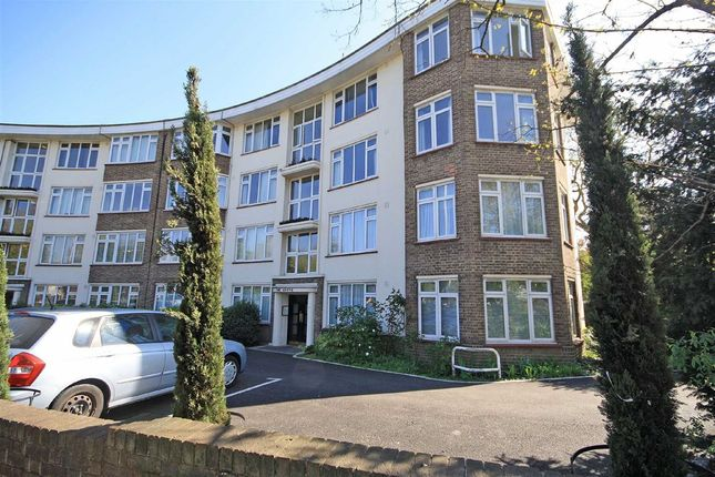 2 bed flat to rent in The Grove, St. Margarets Road, St Margarets, Twickenham