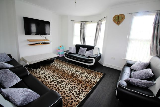 Thumbnail Flat for sale in Somers Road, London