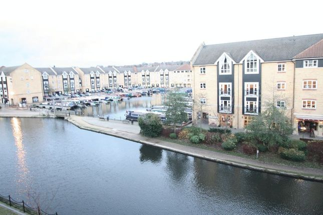 Thumbnail Flat to rent in Longman Court, Stationers Place, Hemel Hempstead