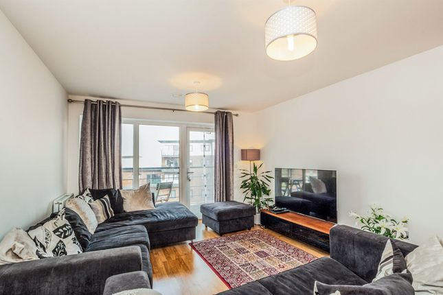 Thumbnail Flat for sale in Bateson Drive, Leavesden, Watford