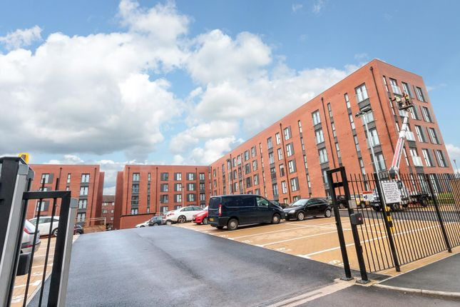 2 bed flat to rent in Irwell Building, Derwent Street, Salford