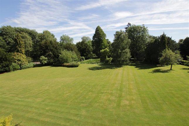 Grounds of Tidmarsh Grange, Tidmarsh, Reading RG8