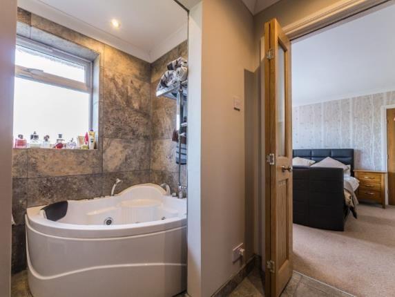 En-Suite of Balmoral Drive, Bramcote, Nottingham NG9