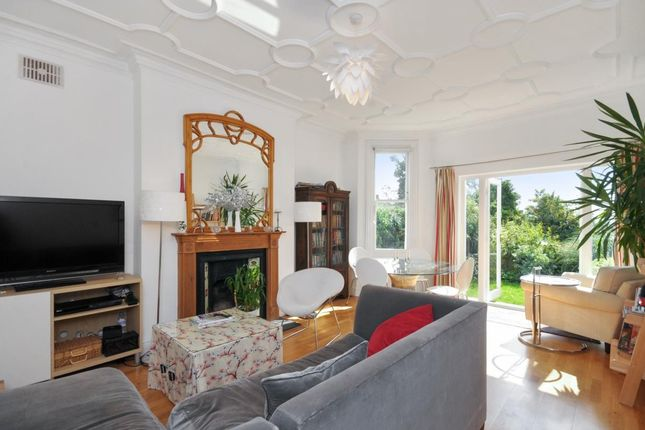 2 bed flat to rent in Holland Road, Kensal, London NW10