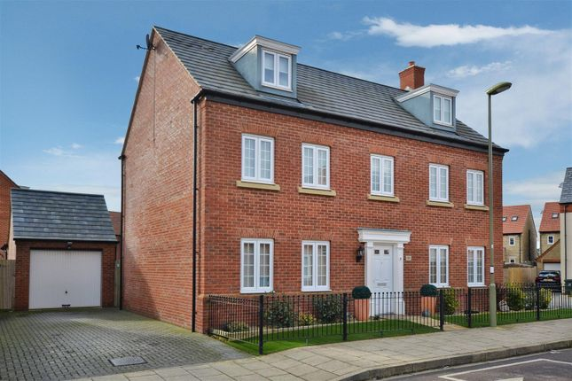 Thumbnail Detached house for sale in Kempton Close, Chesterton, Bicester