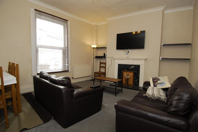 Thumbnail Flat to rent in Arundel Crescent, Plymouth