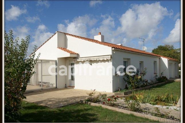 Property for sale in Pays De La Loire, Vendée, Challans