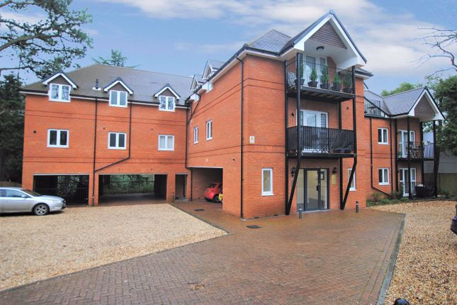 Thumbnail Flat to rent in Chalk Hill, West End, Southampton
