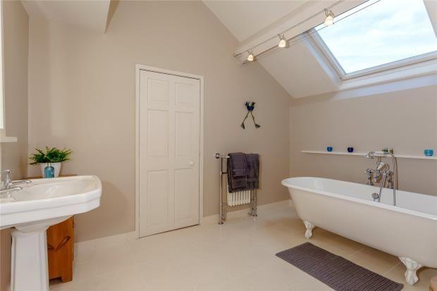 Family Bathroom of High Street, Malpas SY14