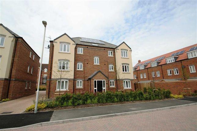 Thumbnail Flat to rent in Carpenters Close, Newbury