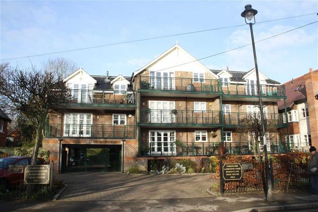 2 bed flat for sale in Lambourne Court, Maidenhead, Berkshire