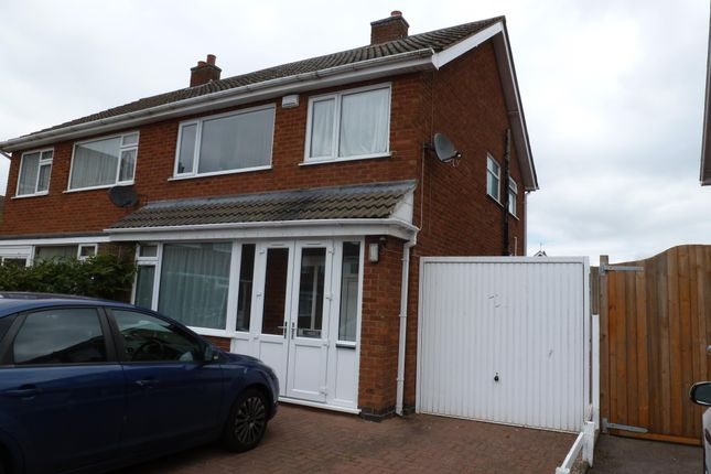 Thumbnail Semi-detached house to rent in Kew Drive, Oadby, Leicester