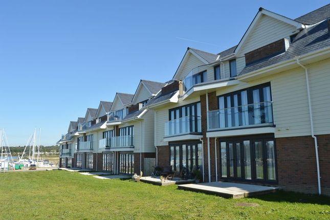 Thumbnail Flat to rent in Medina Breeze Walk, Binfield, Newport