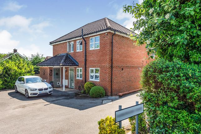Thumbnail Flat for sale in Rainbow Close, Redbourn, St. Albans