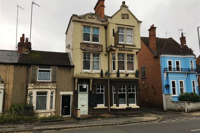 Thumbnail Pub/bar to let in Dunchurch Road, Rugby
