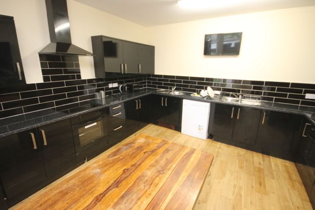 Thumbnail Semi-detached house to rent in Clarendon Road, Leeds