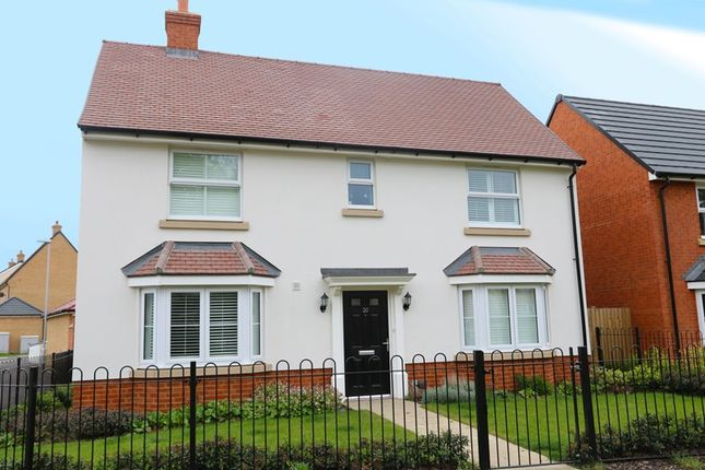 Thumbnail Detached house for sale in Robins Path, Benfleet