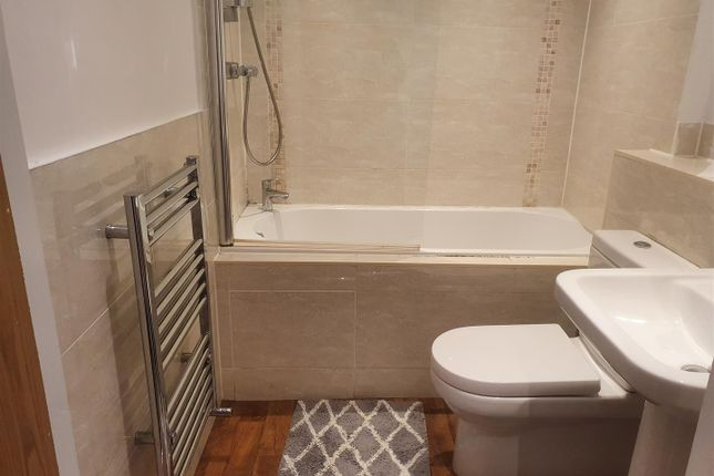 Bathroom of Winmarleigh Street, Warrington WA1
