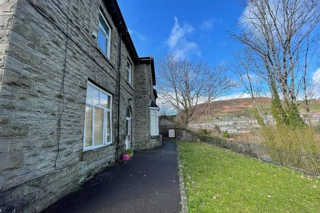 2 bed flat to rent in Grovefield House Grovefield Terrace -, Tonypandy CF40