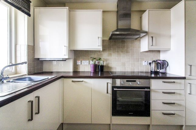 Thumbnail Flat to rent in Regal Close, Cosham, Portsmouth
