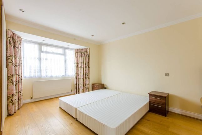 Thumbnail Property to rent in Summit Close, Southgate