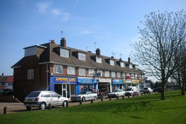 Thumbnail Flat to rent in Dawley Road, Hayes, Middlesex