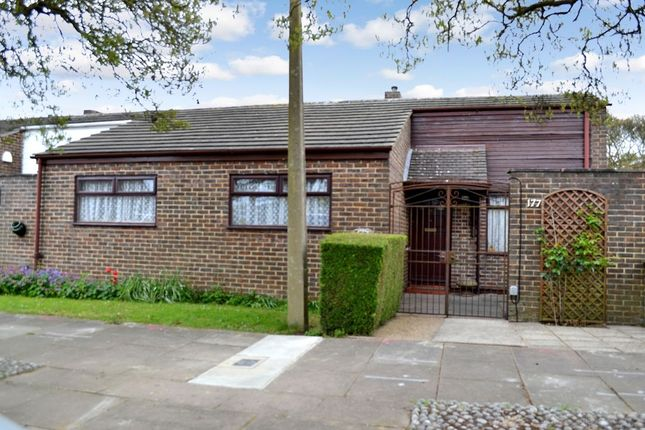 Thumbnail Bungalow for sale in Willowfield, Harlow