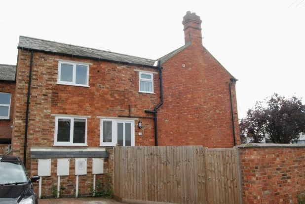 1 bed flat to rent in Miles Lane, Long Buckby, Northants