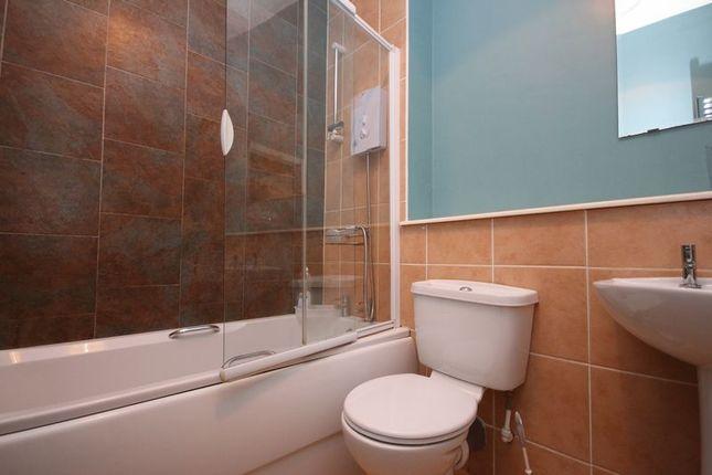 Bathroom of 80B North Street, Bo'ness EH51