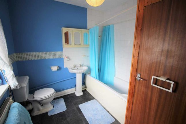 Bathroom of Hendrecafn Road, Tonypandy CF40