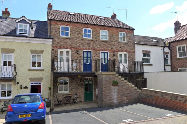 2 bed flat to rent in Florentines Court, Allhallowgate, Ripon HG4