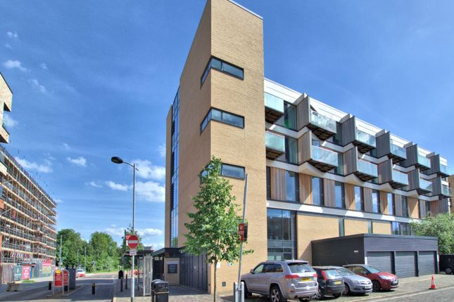 Thumbnail Flat to rent in Hobson Avenue, Trumpington, Cambridge