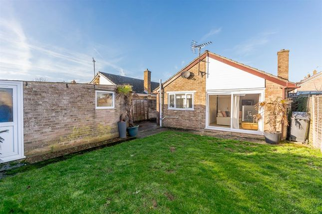 Thumbnail Bungalow for sale in Stoneleigh Drive, Carterton