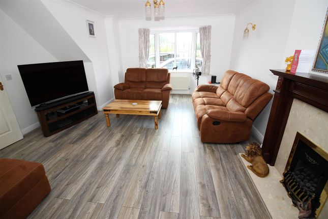 Lounge.1 of Kingsdale Grove, Chellaston, Derby DE73