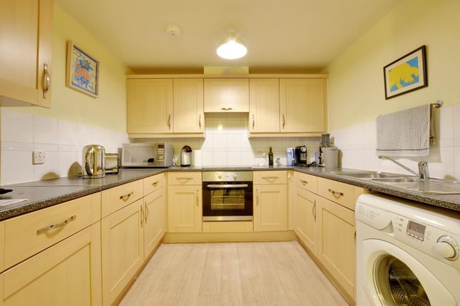 2 bed flat to rent in Ovaltine Court, Kings Langley, Hertfordshire WD4