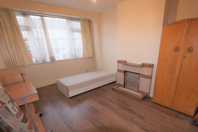 Thumbnail Terraced house to rent in Streatham Road, Mitcham