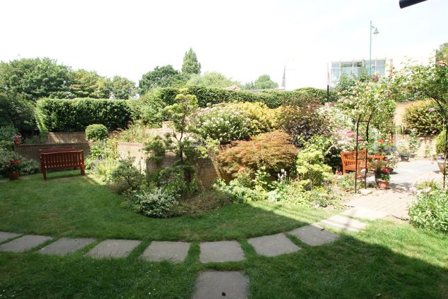 Thumbnail Flat for sale in Bellingham Lane, Rayleigh