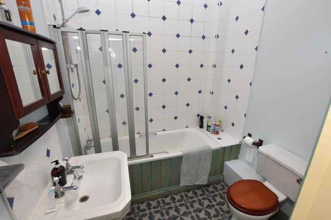 Bathroom of Heavitree Park, Exeter, Devon EX1