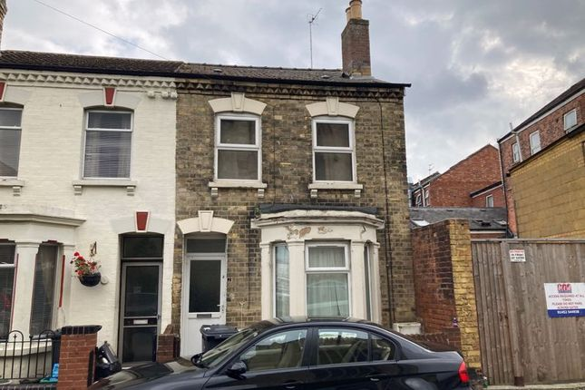 3 bed property to rent in Charles Street, Tredworth, Gloucester GL1