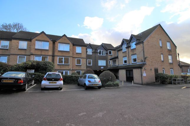 Thumbnail Property for sale in 142 Kings Head Hill, Chingford