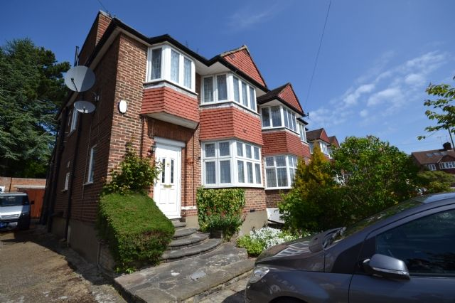 Thumbnail Semi-detached house to rent in Linkside, West Finchley, London