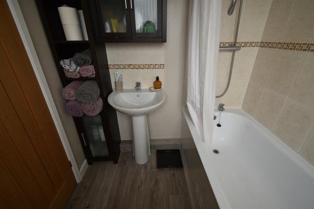 En-Suite of Cadbury Heath Road, Warmley, Bristol BS30
