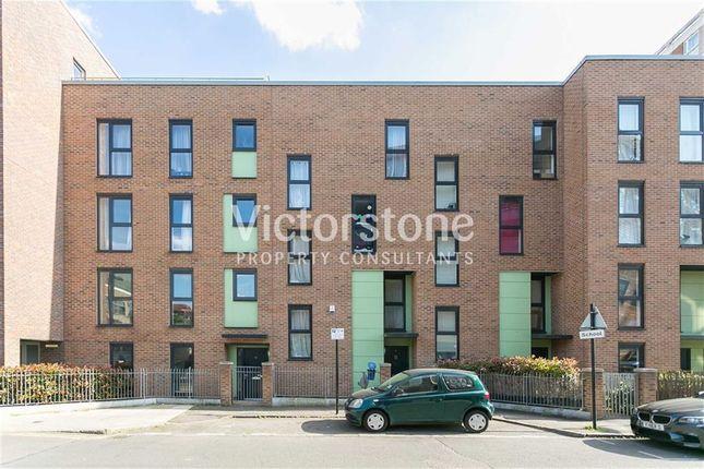 Thumbnail Town house to rent in Laburnum Street, Haggerston, London